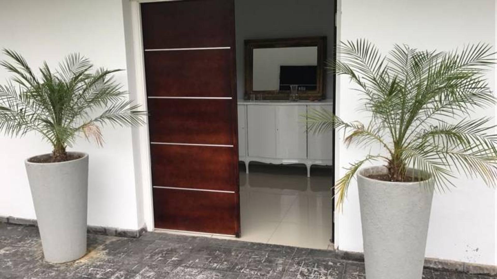 Casa en Venta - USD 495.000