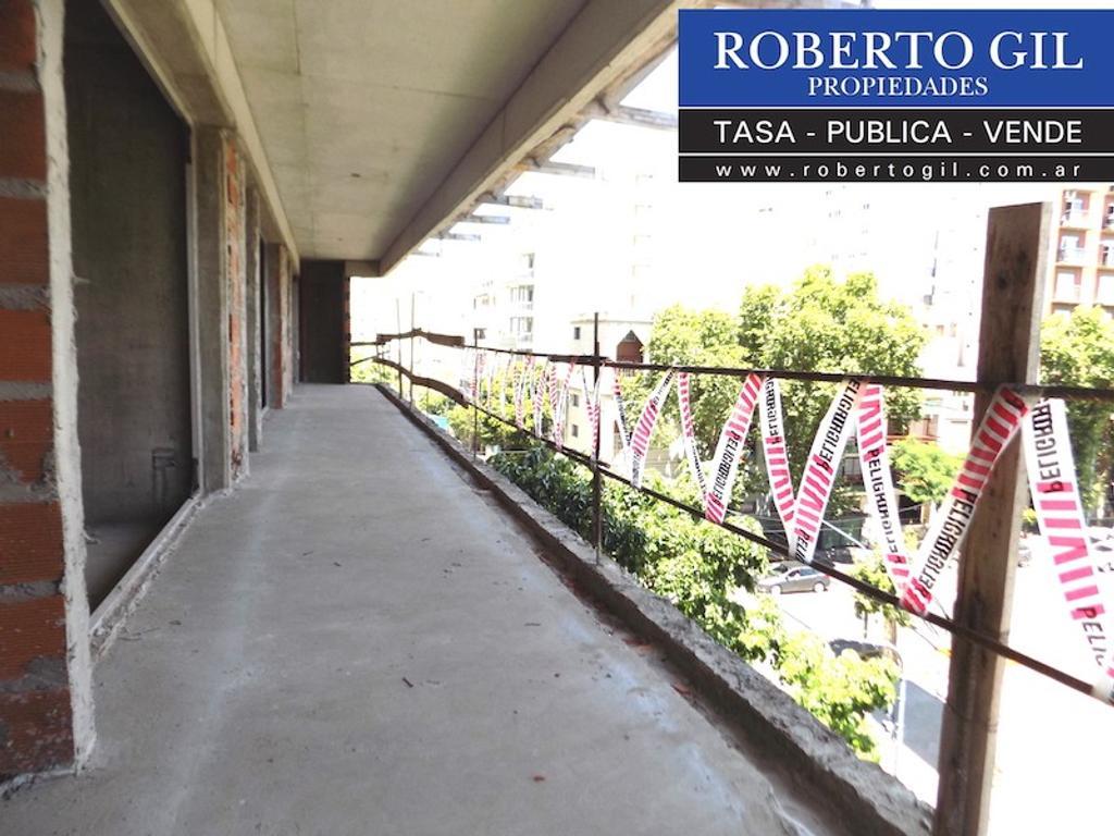 DEPARTAMENTO de 2 Ambientes al Frente con Gran Balcon corrido de 11 m x 1,50 m.