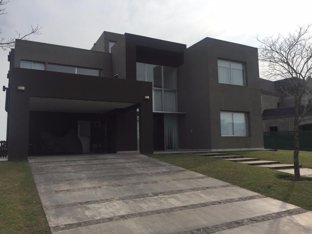 Casa 465m2, 3 plantas y 5 dormitorios en barrio El Golf, Nordelta