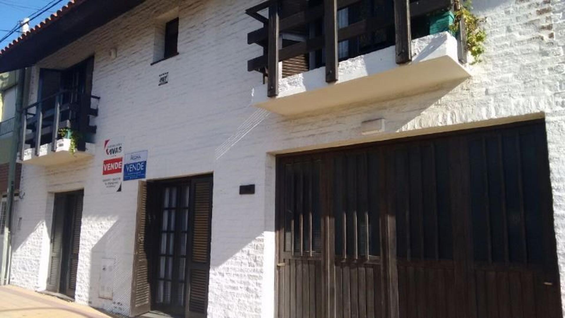 VENDE O PERMUTA POR CASA MAS PEQUEÑA: Sólida casa 4 dormitorios en calle Saavedra