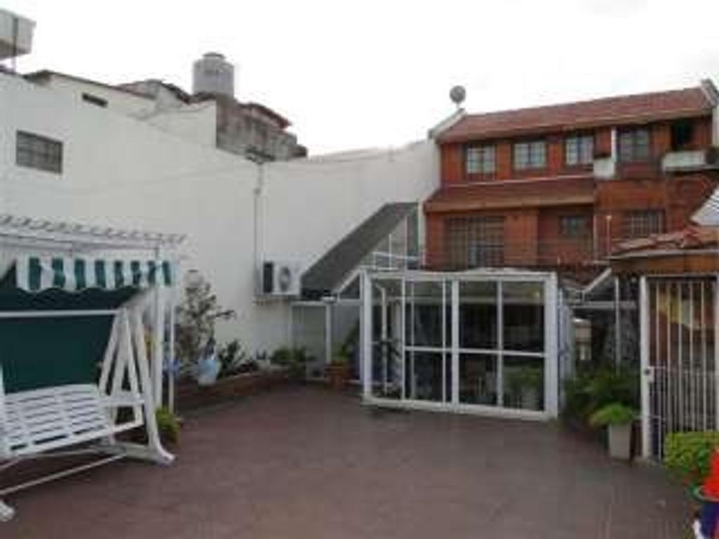 Casa en venta en biarritz 2500 paternal argenprop for Casa de azulejos en capital federal