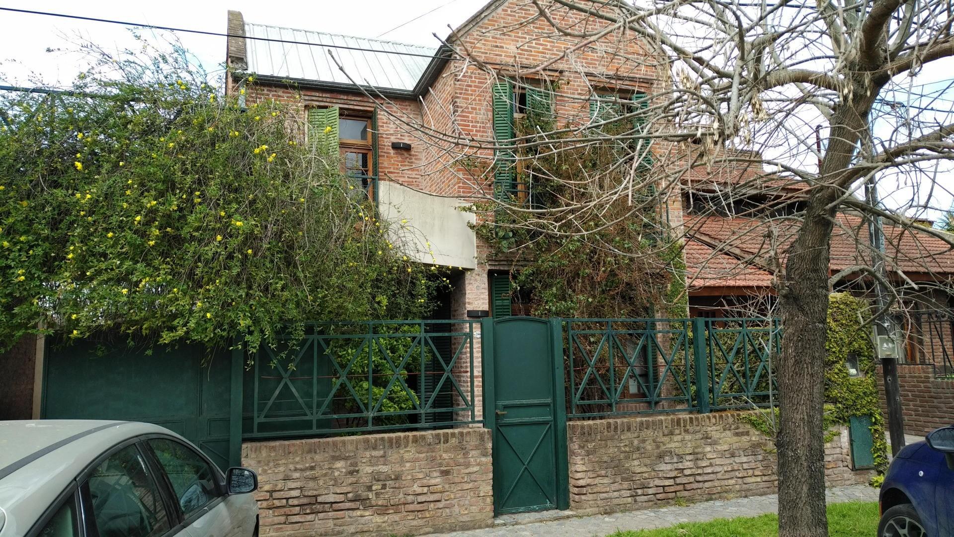 Casa en Venta en Manuel B Gonnet - 7 ambientes