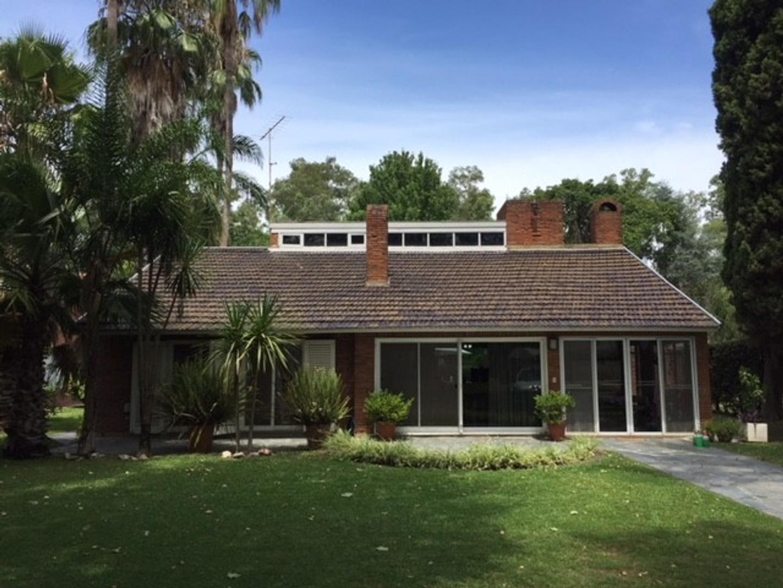 Casa en Venta en Country El Paraíso - 4 ambientes