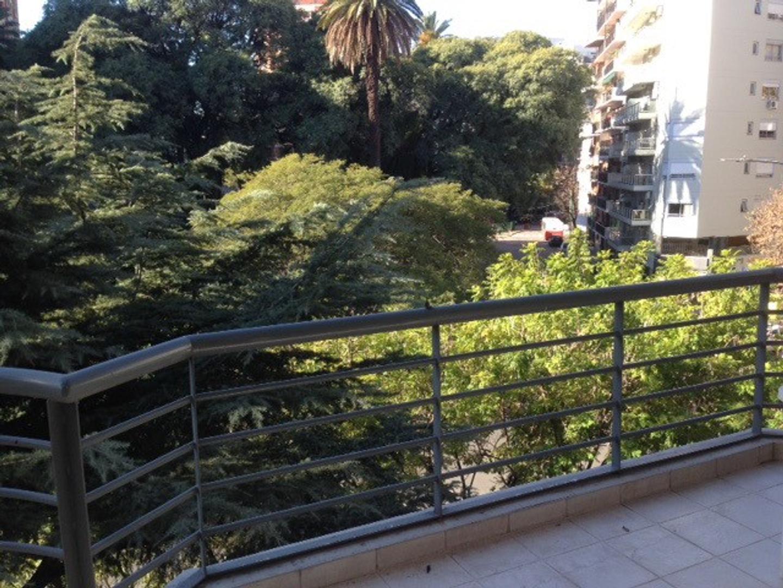 2 amb 55m2. Piso 3º frente plaza Guadalupe balcón terraza vista panorámica impecable