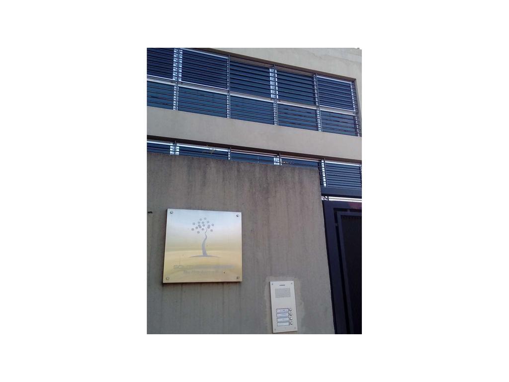 Oficina de 200 m2.  En planta libre. Al frente.3 cochera(s).  Reciclado.