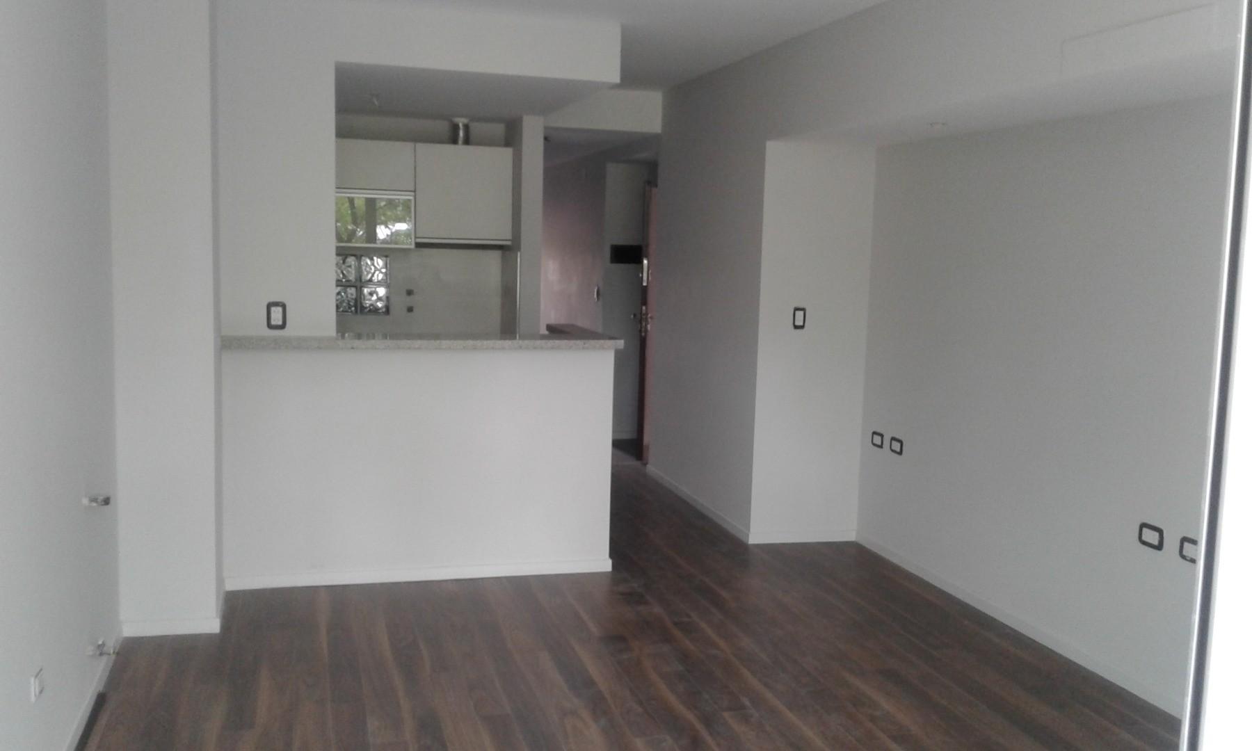 C & P Inmobiliaria: España 1800, 2 piso, frente, doble balcón, 55 m2, categoría, u$d 138.000