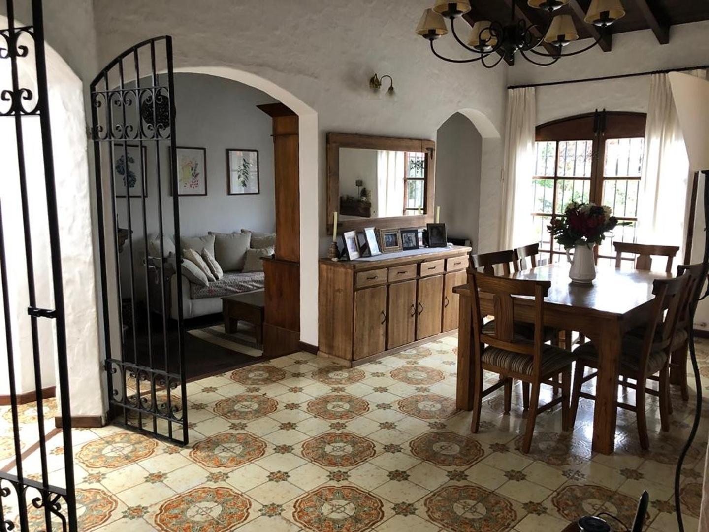 Casa en Venta en Aranjuez - 5 ambientes