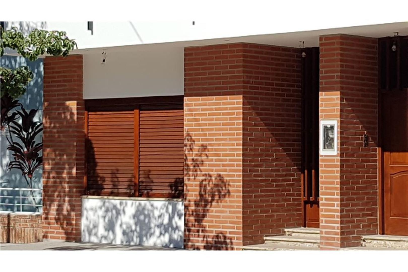 SE ALQUILA LOCAL CÉNTRICO  EN RECONQUISTA