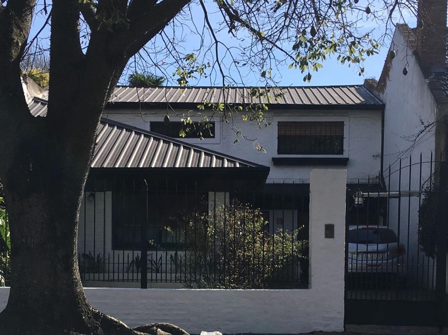 Casa en Adrogue, excelente ubicación 3 dormitorios