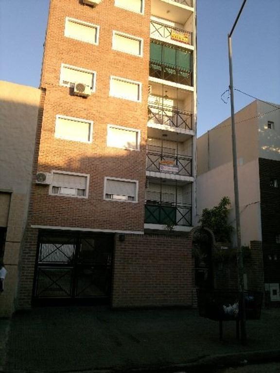Semipiso de 3 ambientes al Frente con Balcon y Cochera - Ambientes comodos y funcionales