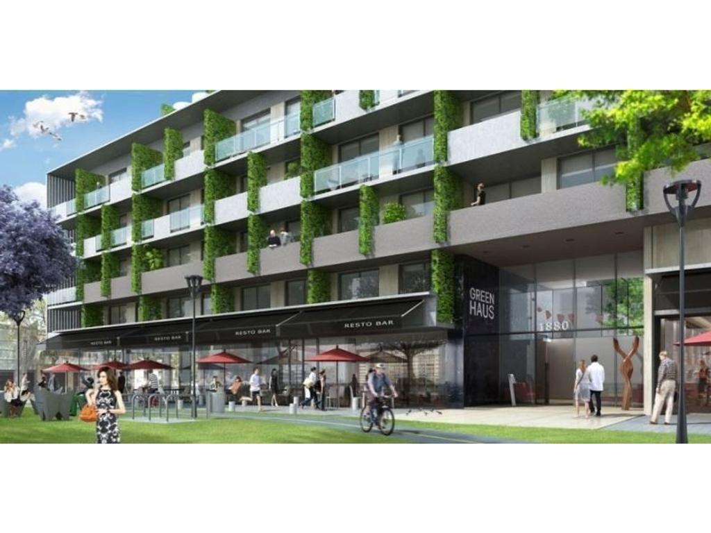 Local en esquina, techos altos, amplia vidriera y gran espacio de vereda. Emprendimiento Greenhouse.
