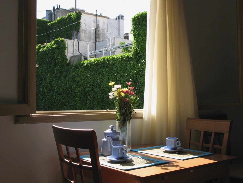 excelente Studio, cocina separada, muy luminoso y silencioso. Apto profesional