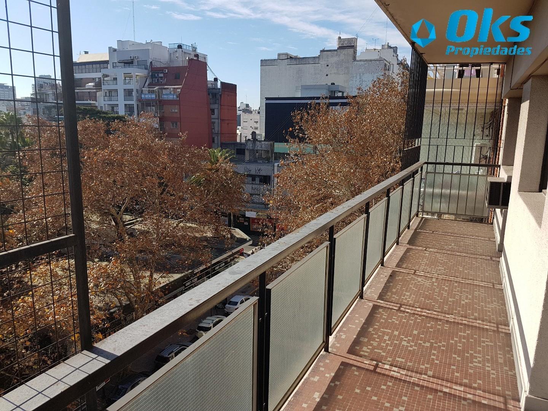 Av. Corrientes 4400 - Dpto 4 ambientes c/ dependencia y baulera - 120 m2