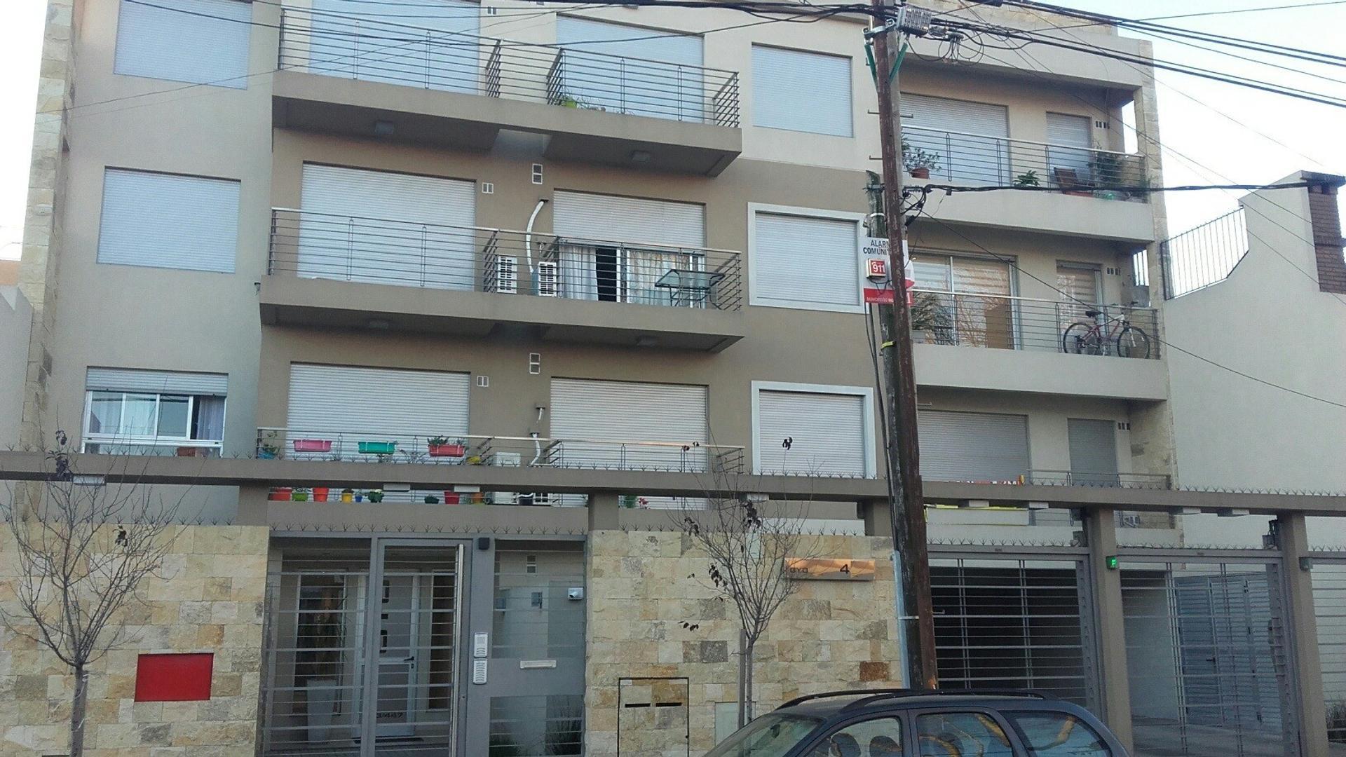Depto 2 amb c/cochera, balcon y lavadero.