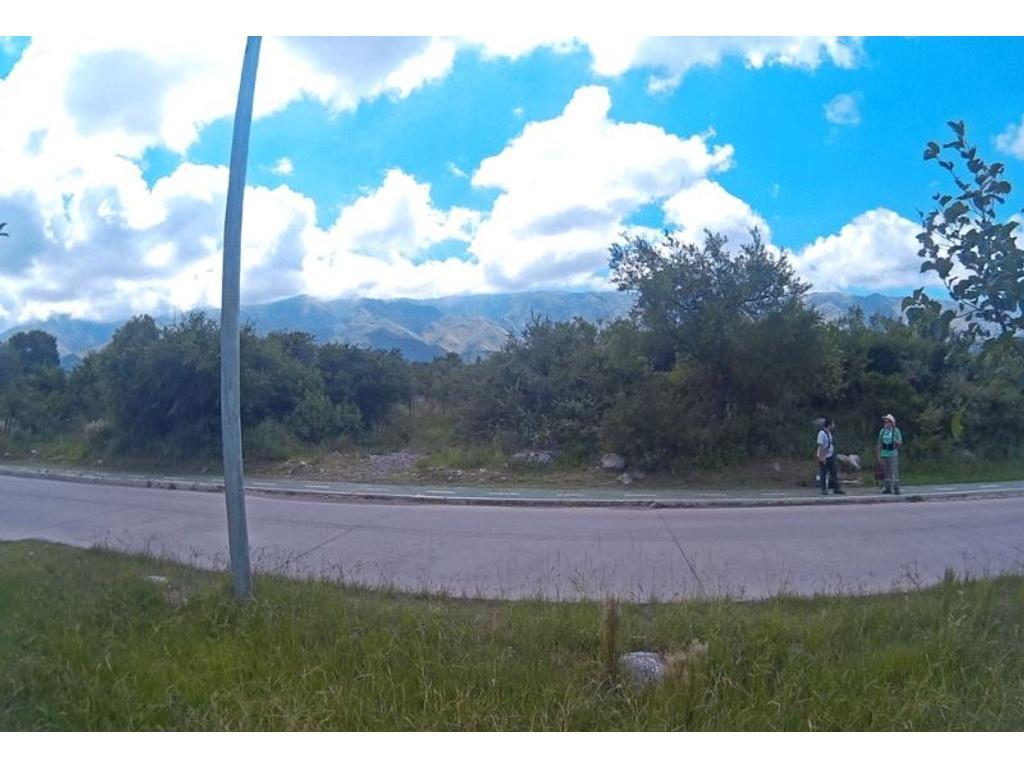 Terreno sobre Jose Mercau s/n entre Esmeralda y Topacio- Barrio  Las Moreras
