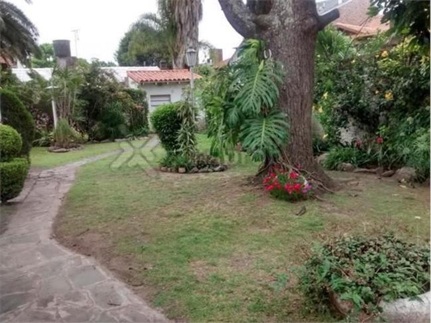 Excelente chalet en olivos golf con gran jardin!
