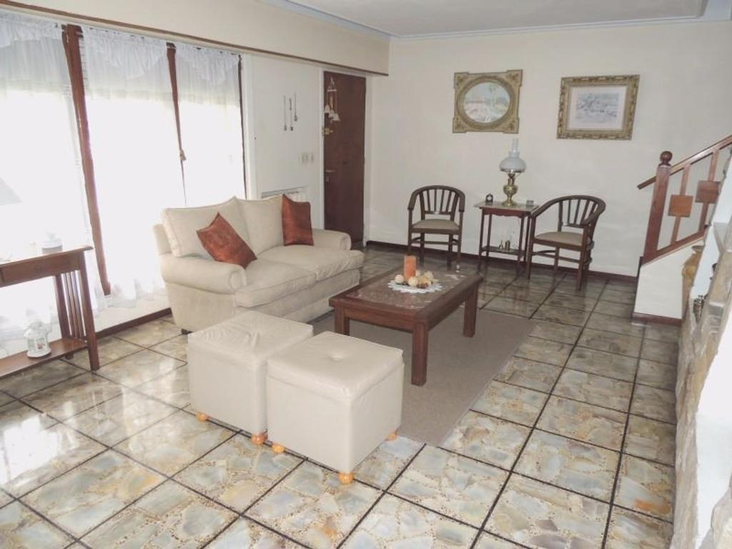 Z/ Buenos Aires y Almafuerte - 3 dormit - garage - amplio patio - cocina comedor
