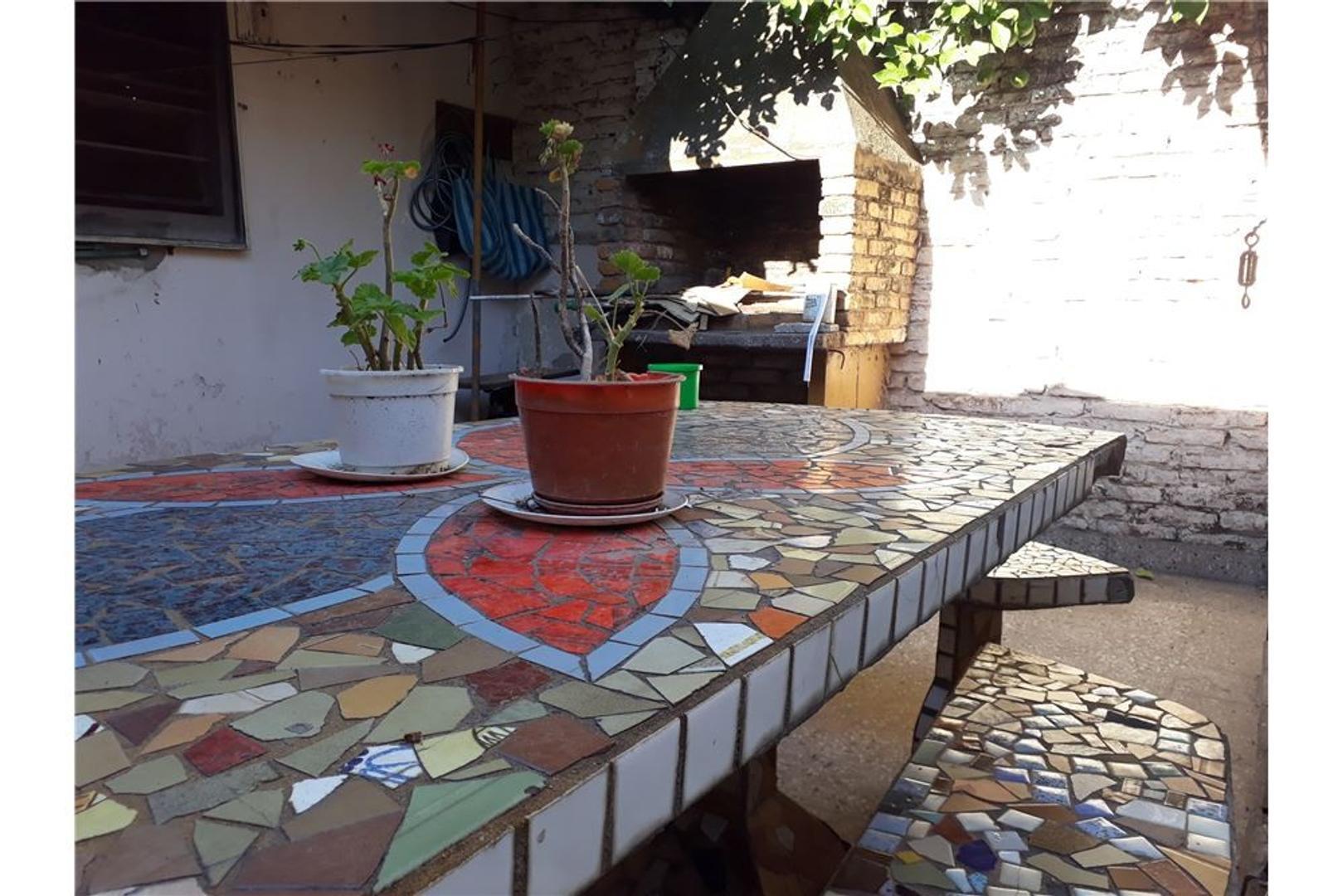 Casa 3 ambientes con patio y espacio aéreo.