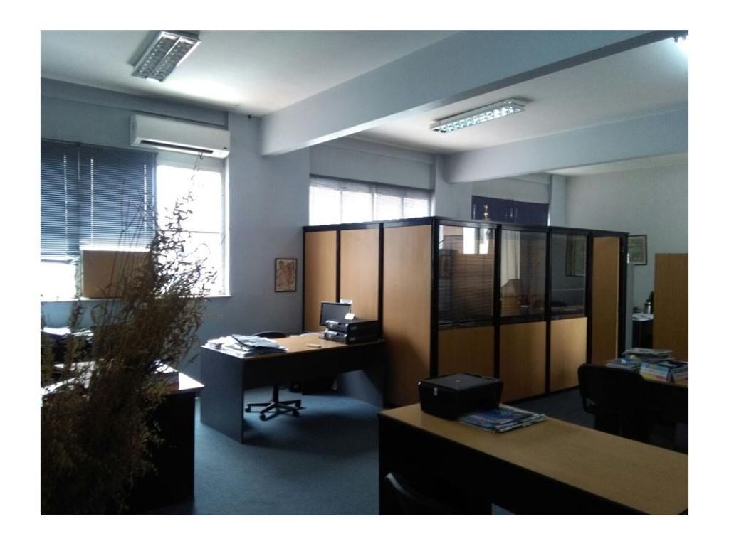 Oficina al frente. Con despachos. Vista panorámica
