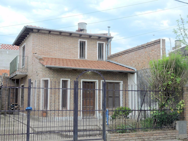 Venta casa 2 dormitorios Fray Luis Beltran cerca de Avenida
