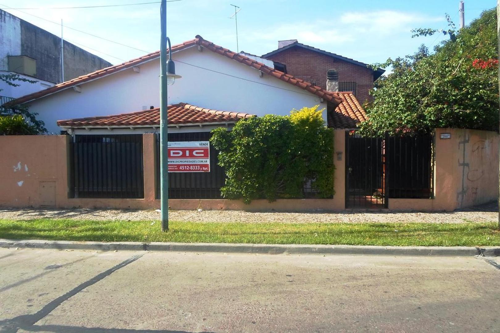Casa - 4 ambientes - Carapachay