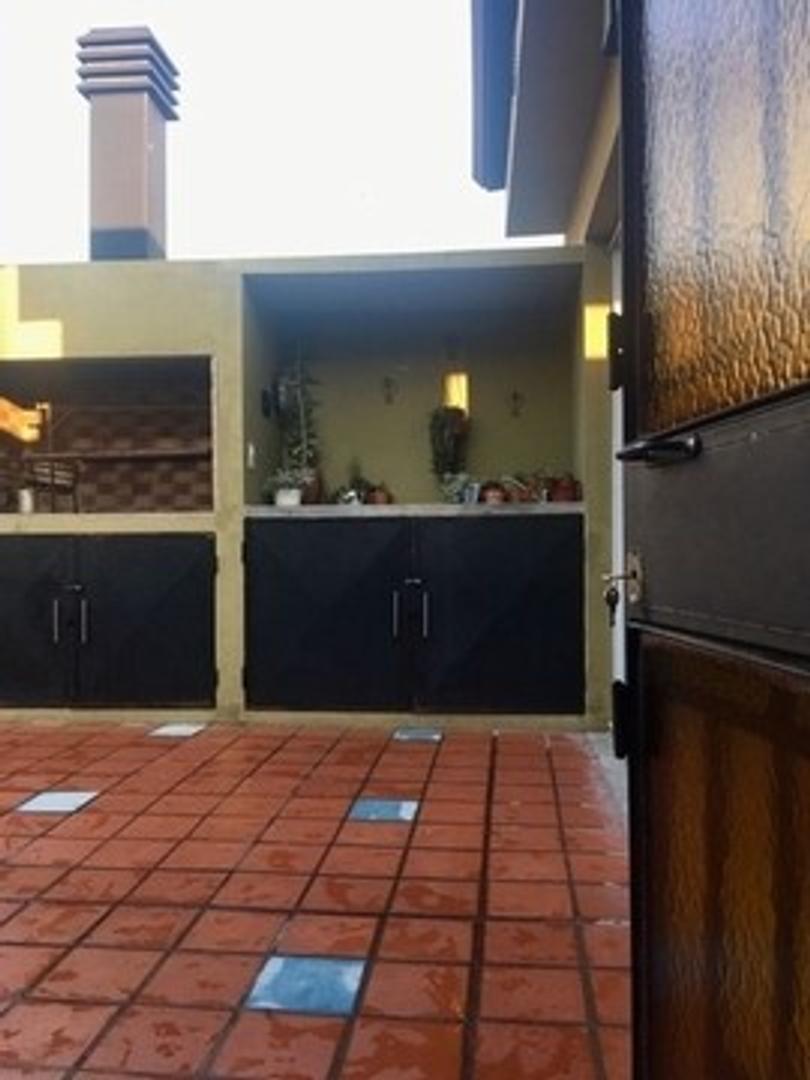 Amplio PH en Villa Crespo - Terraza propia con parrilla -