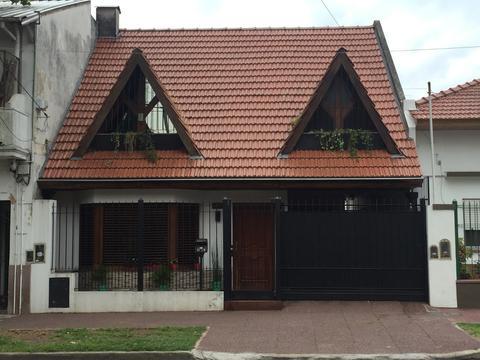 Chalet 5 amb con garage patio jardin quincho con parrilla impecable!!