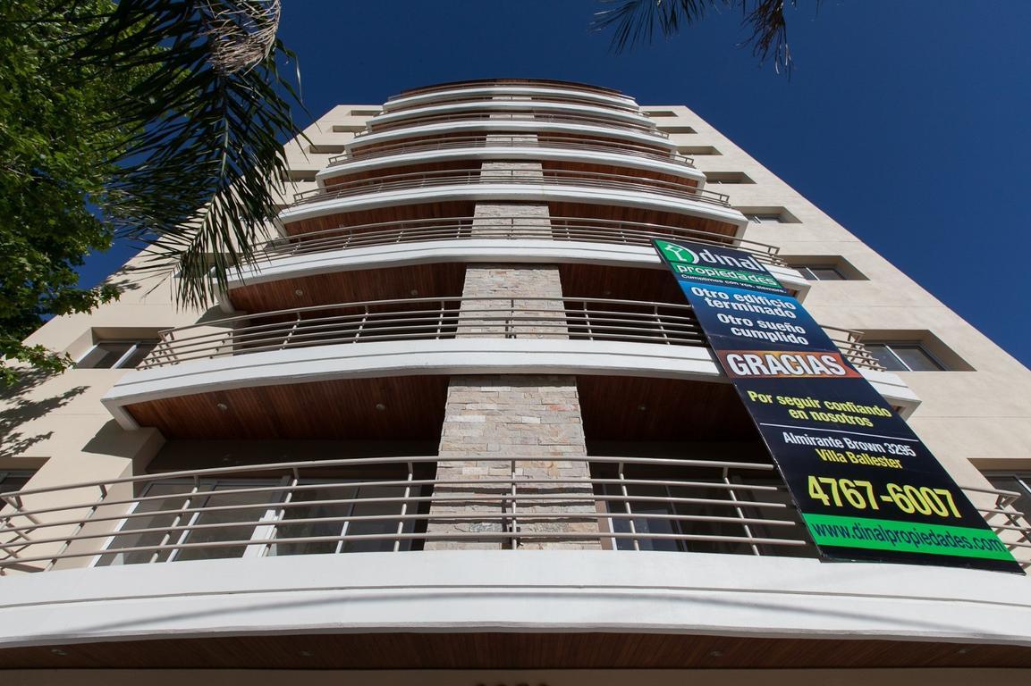 Excelente duplex de 4 ambientes, parrilla, balcón y terraza