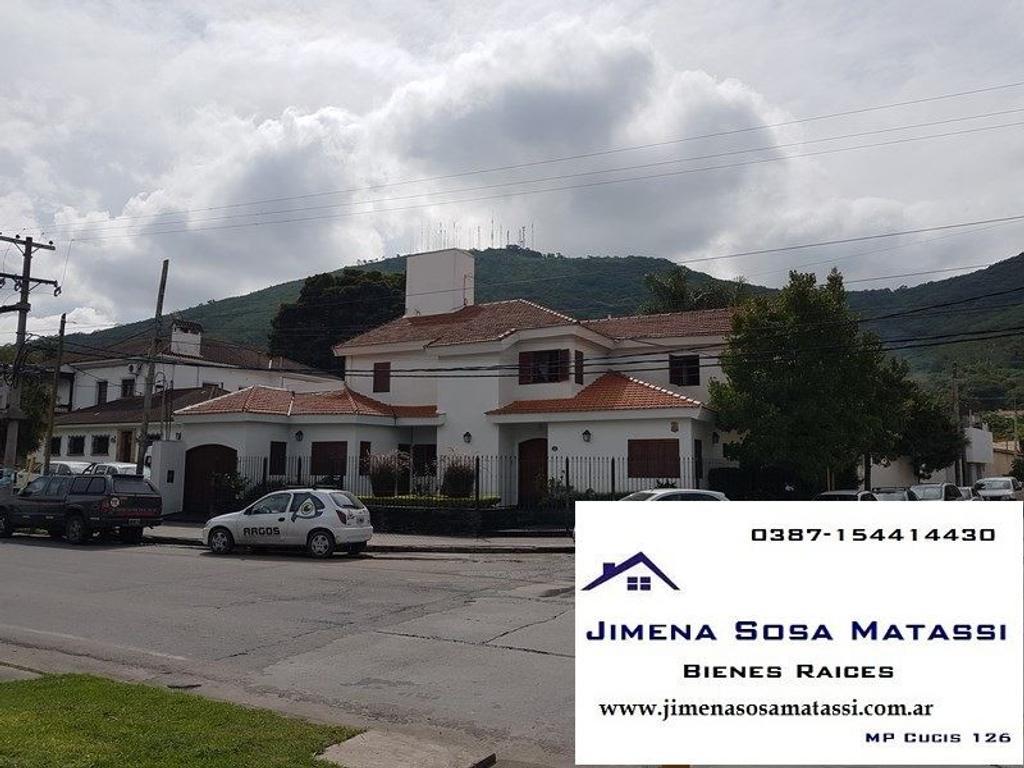 Av. Bicentenario HERMOSA CASA EN ESQUINA -