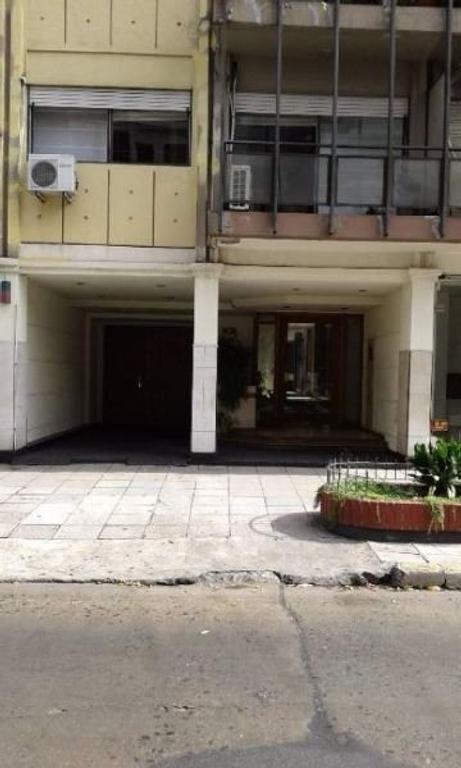 Italia 185,  Lomas. Bonito 3 ambientes en pleno corazón de Lomitas!