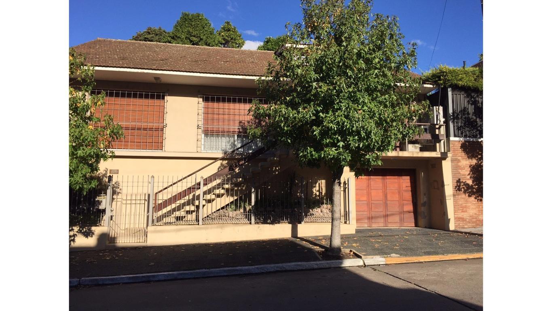 Excelente Chalet - Barrio residencial de Quilmes Centro, en Alsina al 500