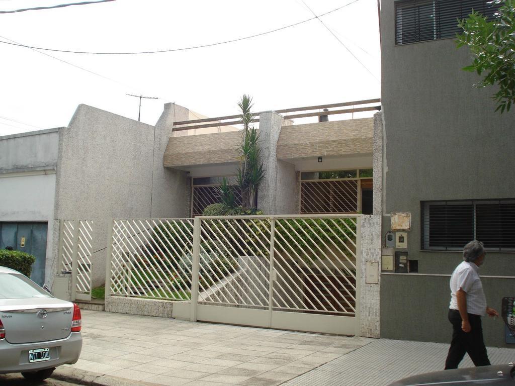 Hermosa casa en Monte Castro  de 6 ambientes