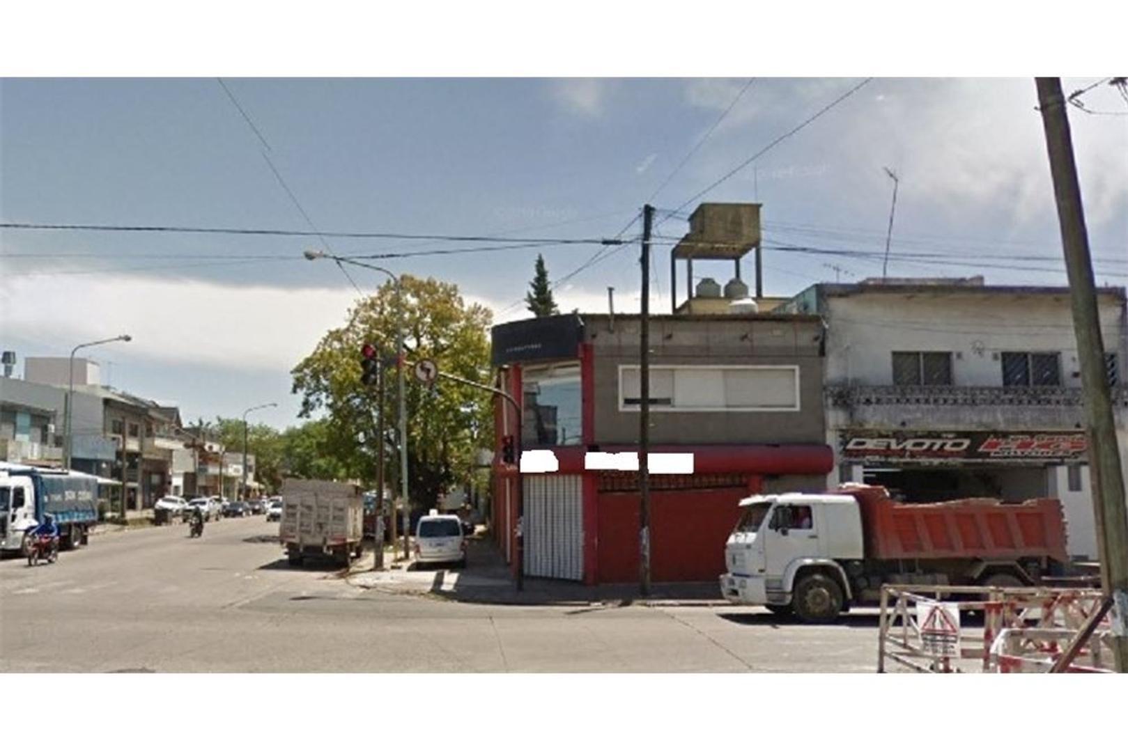 Local de esquina con depósito y vivienda
