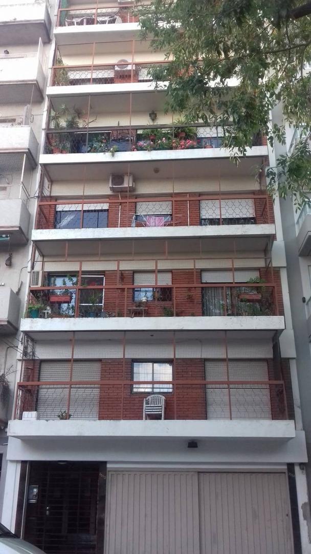 Departamento 3 amb. cfte con balcón y cochera. Excelente vista, RECICLADO