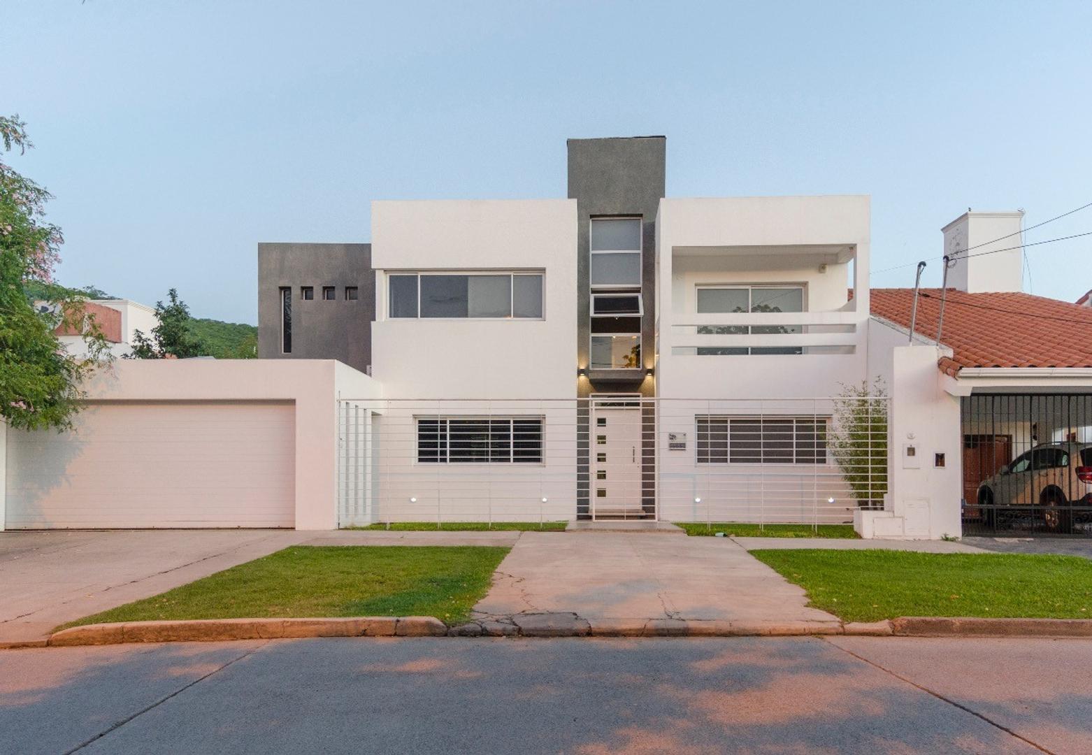 Casa en Venta en Barrio Tres Cerritos - 7 ambientes