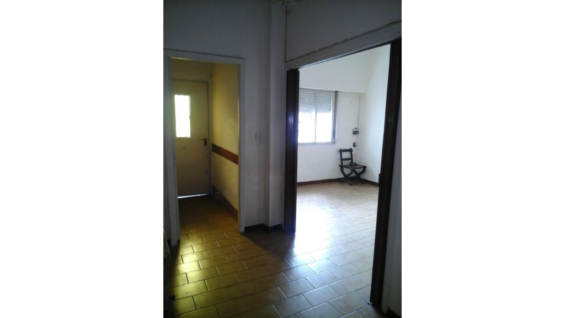 Casa  en Venta ubicado en Flores, Capital Federal - CAB0180_LP120304_2