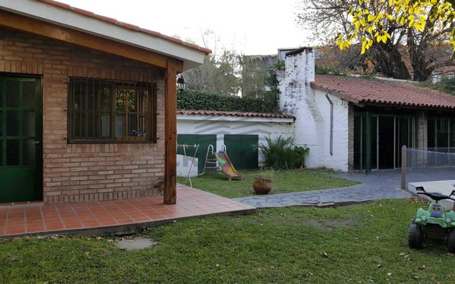 Wide y Bv. Argentino - Casa 3 dormitorios a la venta