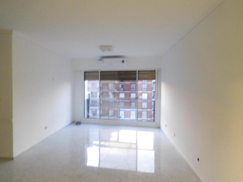 Excelente semi piso en Recoleta, sol y vista abierta.