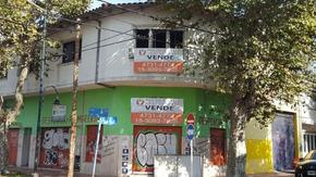 OPORTUNIDAD EN VENTA - VIVIENDA + LOCALES + GALPON