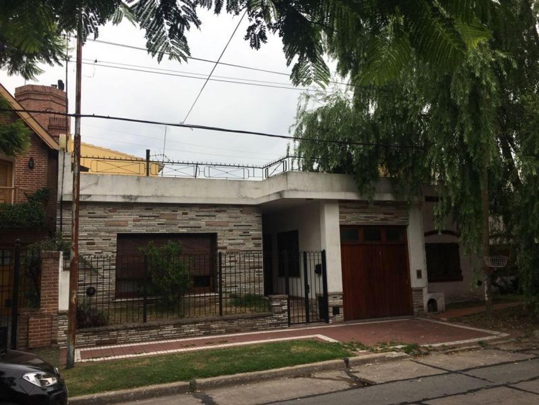 XINTEL(INB-INB-2044) Casa - Venta - Argentina, BERNAL - CALLE CHACABUCO 140