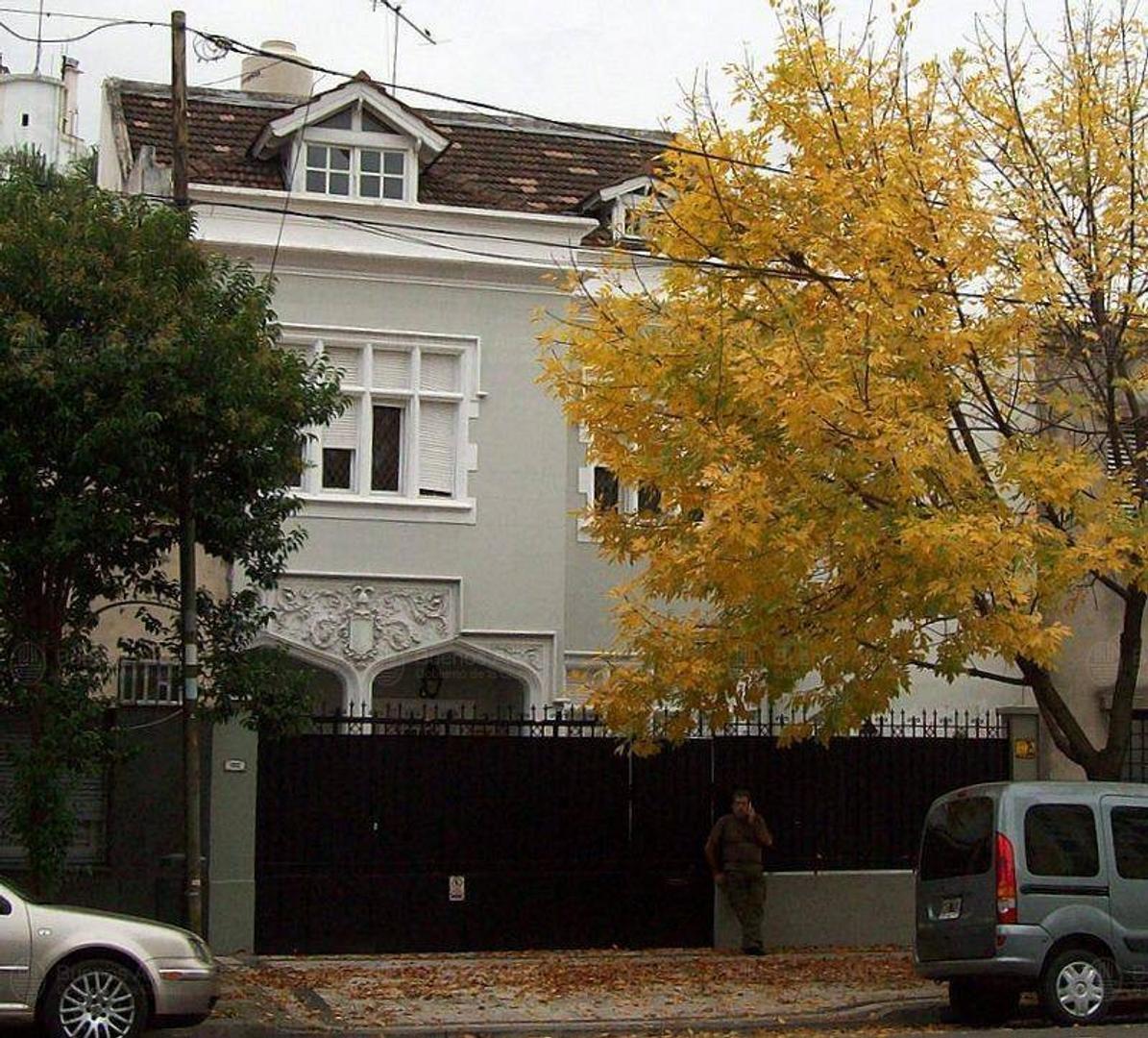 casa de gran estilo desarrollada en 3 plantas con jardin 5 dormitorios