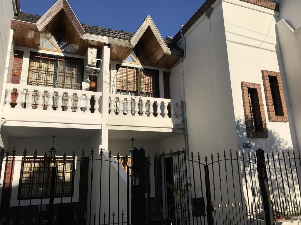 Casa en venta en baigorria al 4500 villa devoto argenprop for Casa de azulejos en capital federal
