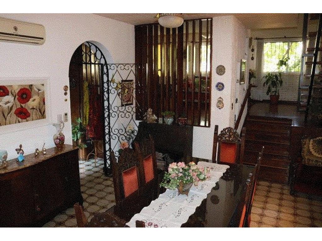 Pergamino 175 - Casa de 4 ambientes con dependencia y cochera