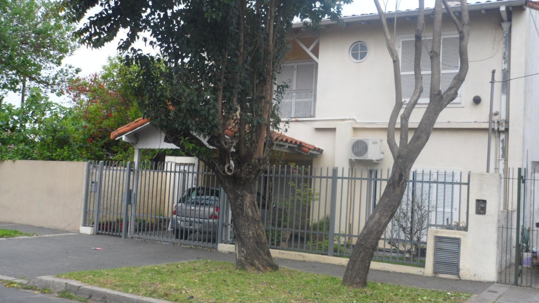 NO APTO CRÉDITO Casa 5 Amb Amplios 2 Plantas Patio  40mts Garage Buen Estado  Próximo  Av.Parana