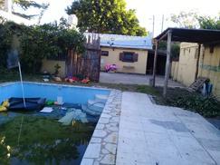 Casa americana con jardin y pileta de natación!!!