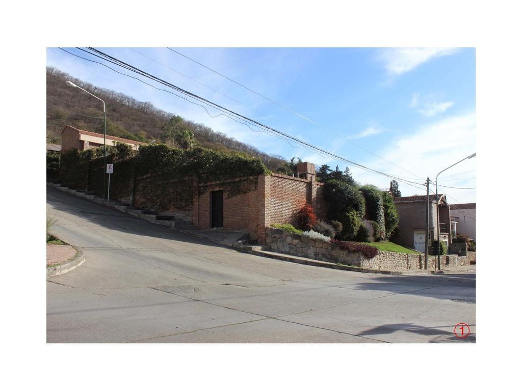 Casa en venta excelente ubicación Barrio Tres Cerritos