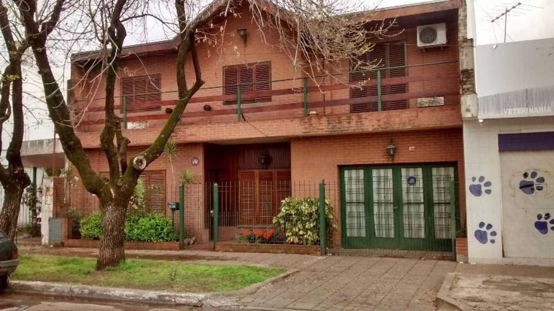 Chalet 4 dormitorios c/Garage, Pileta y Terraza. Apta Crédito. Merlo, GBA