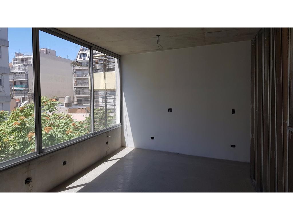 2 amb  al fte con balcón. 1 depto X piso. A dos cdras de Pque Centenario. FINANCIADO POR SU DUEÑO