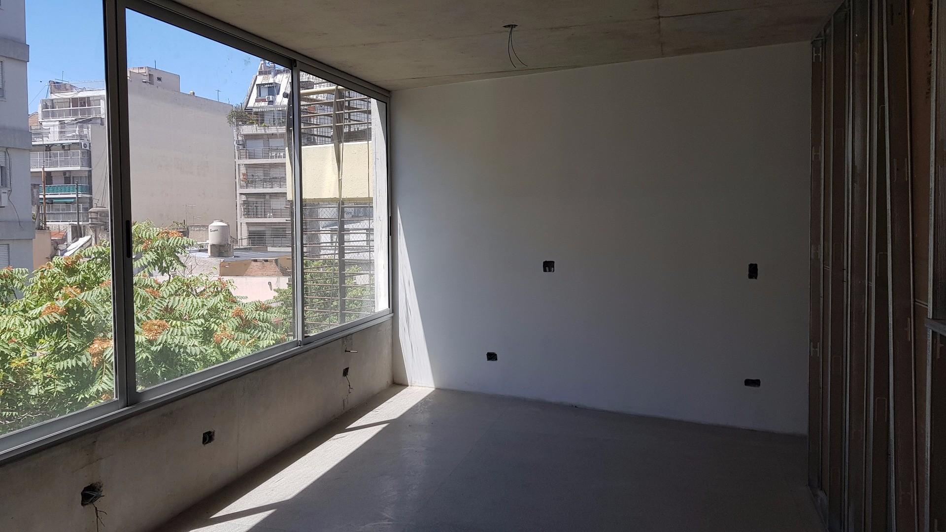 Monoamb divisible al fte con balcón. 1 depto X piso. A dos cdras de Pque Centenario.