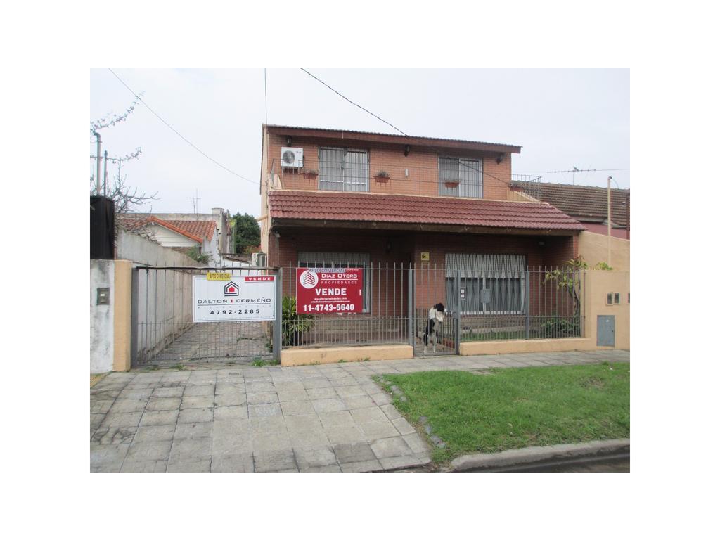 Casa en Martínez sobre lote de 10 m. x 33,15 m.!!!